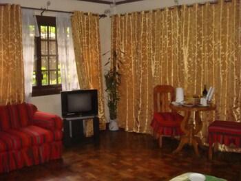 HIGHLAND VILLA HOTEL AND RESTO Living Area