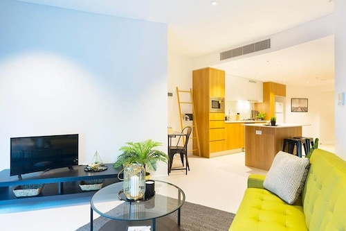 Brand New Heart Of City Executive Apartment, City - Remainder