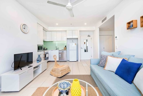 Bright 2 Bedroom Seafoam Apartment, South Brisbane