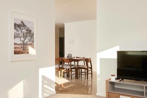 Chic, Modern, and Designer Apartment, Stonnington - Malvern