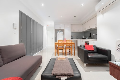 Conveniently Located Luxury Home - 10 Mins from CBD, Stirling