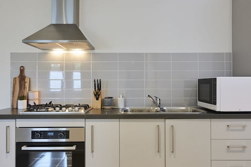 Earthy And Polished 2 Bedroom Unit In Chadstone, Stonnington - Malvern