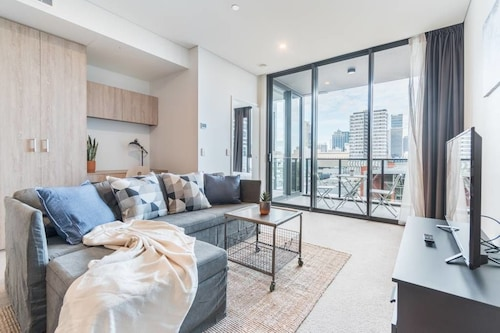 Executive Two Bedroom City Apartment With Views, South Brisbane