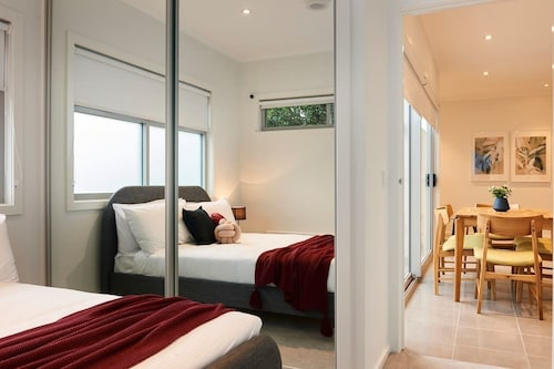 Open and Flowy 1 Bedroom Apartment in Chadstone, Stonnington - Malvern
