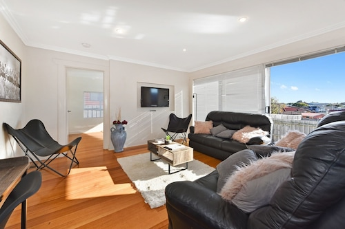 Spacious and Bright 4 Bedroom Home, Devonport