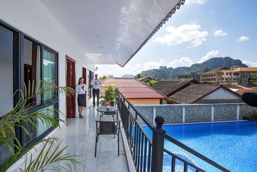 https://i.travelapi.com/hotels/29000000/28940000/28936600/28936517/c0e39f8c_z.jpg