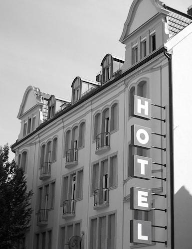 . Hotel Union