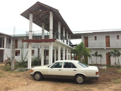 . Hotel Bundala Park - Hostel