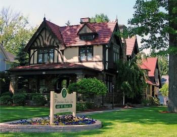 Hotel - The Victorian Tudor Inn