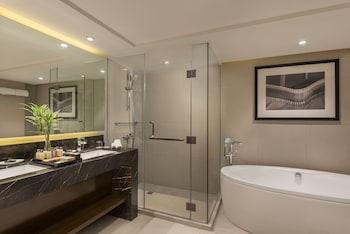 SEDA AYALA CENTER CEBU Deep Soaking Bathtub