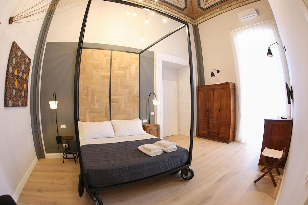 https://i.travelapi.com/hotels/29000000/29000000/28991600/28991600/1de87505_z.jpg