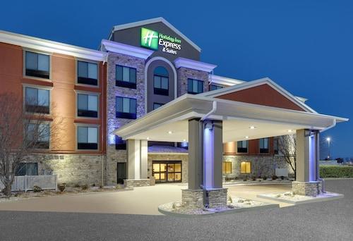 . Holiday Inn Express Mitchell, an IHG Hotel