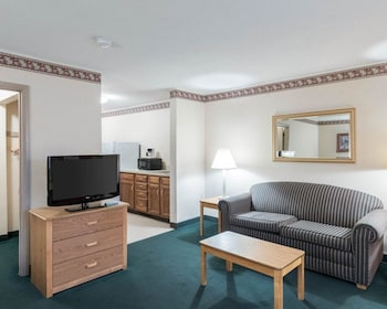 Guestroom at Rodeway Inn And Suites in Rehoboth Beach