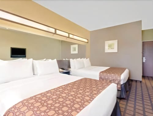 Microtel Inn & Suites by Wyndham Perry, Houston