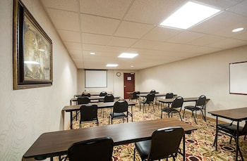 St Michaels Vacations - Comfort Inn & Suites Cambridge - Property Image 1
