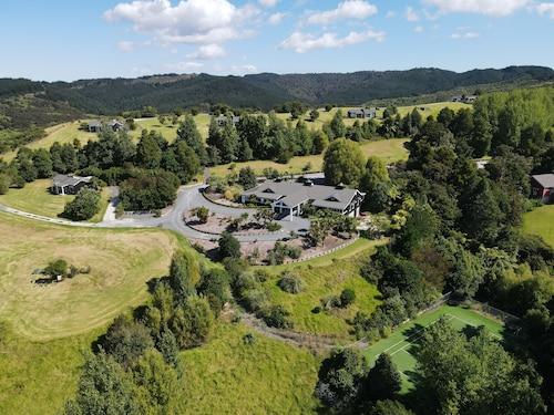 . Woodhouse Mountain Lodge