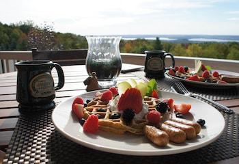 Inn at Wawanissee Point - Breakfast Area  - #0