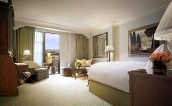 Premier Room, 1 King Bed, Balcony