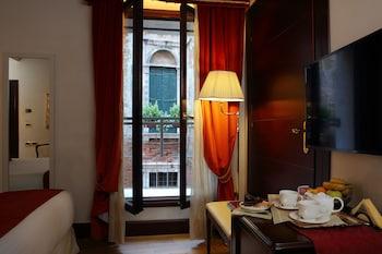 Classic Tek Büyük Yataklı Oda, Kanal Manzaralı
