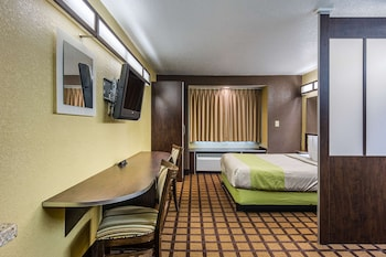 Standard Suite, 1 Queen Bed, Accessible, Non Smoking