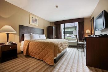 Guestroom at Days Inn by Wyndham Bronx Near Stadium in Bronx