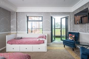 Feature Room - Balcony