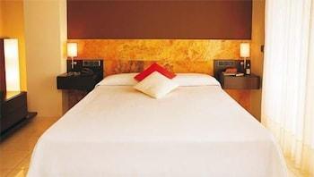 https://i.travelapi.com/hotels/3000000/2050000/2045300/2045207/941dd20e_b.jpg