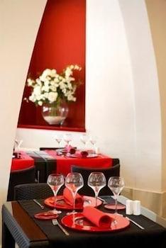 https://i.travelapi.com/hotels/3000000/2050000/2045300/2045207/beb33070_b.jpg