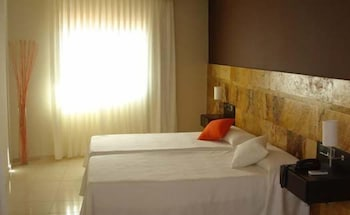 https://i.travelapi.com/hotels/3000000/2050000/2045300/2045207/d0090b2e_b.jpg