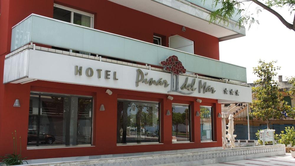 https://i.travelapi.com/hotels/3000000/2050000/2045300/2045207/ed342644_z.jpg
