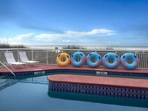 Castaway Beach Inn & Swim Up Bar, Horry