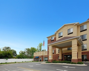 Comfort Inn And Suites - Hotel Front  - #0