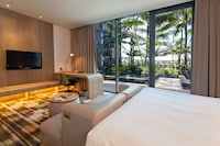 Club Room, 1 King Bed, Terrace