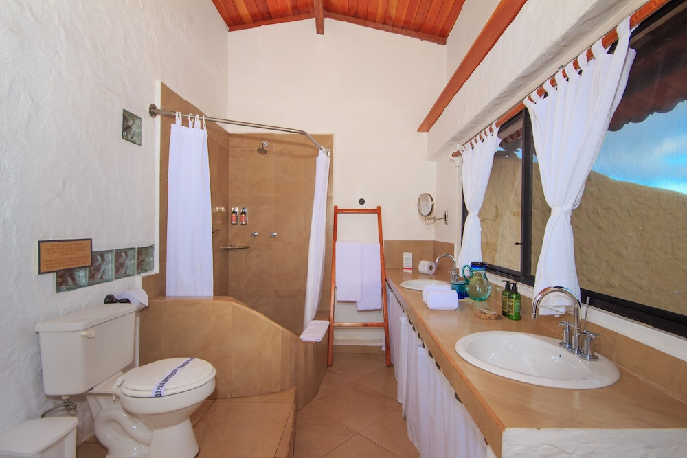 레드 맹그로브 바이 하우간 크루지즈(Red Mangrove by Haugan Cruises) Hotel Image 12 - Bathroom