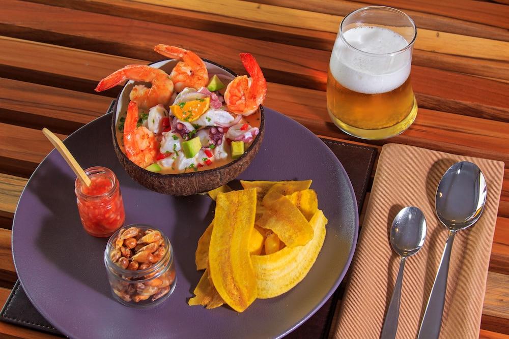 레드 맹그로브 바이 하우간 크루지즈(Red Mangrove by Haugan Cruises) Hotel Image 20 - Food and Drink