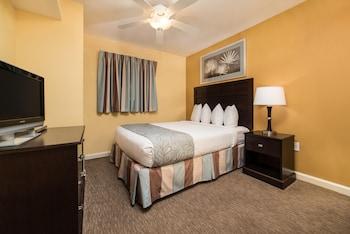 Guestroom at Tilghman Beach And Golf Resort in North Myrtle Beach