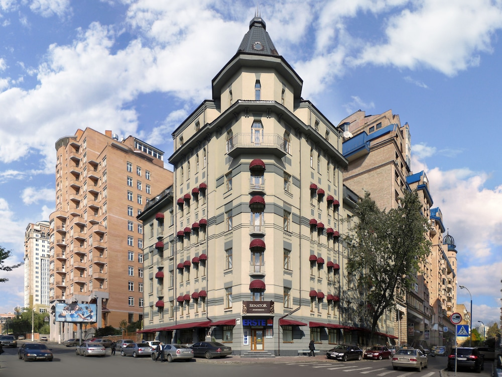 Отель Senator Victory Square