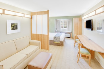Suite, Accessible (Non-Smoking)