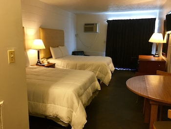Guestroom at Southern Breeze Motel in Myrtle Beach
