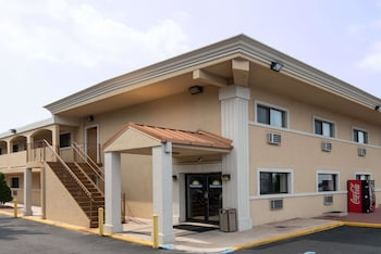 Days Inn by Wyndham Long Island/Copiague