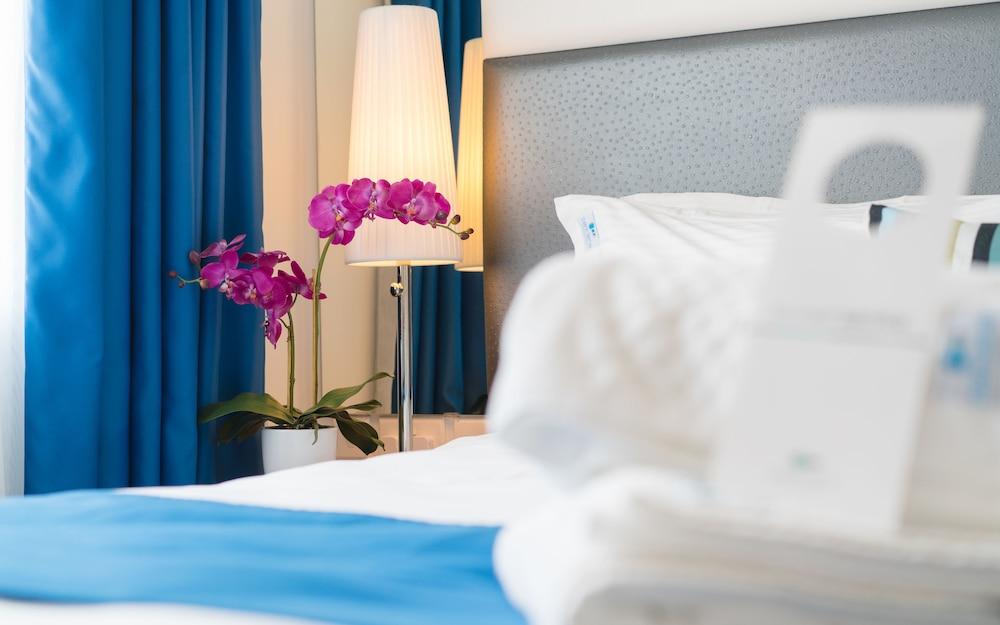 https://i.travelapi.com/hotels/3000000/2090000/2081600/2081502/dedcc8d7_z.jpg