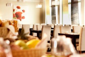 Hotel Kiel by Golden Tulip - Breakfast Area  - #0