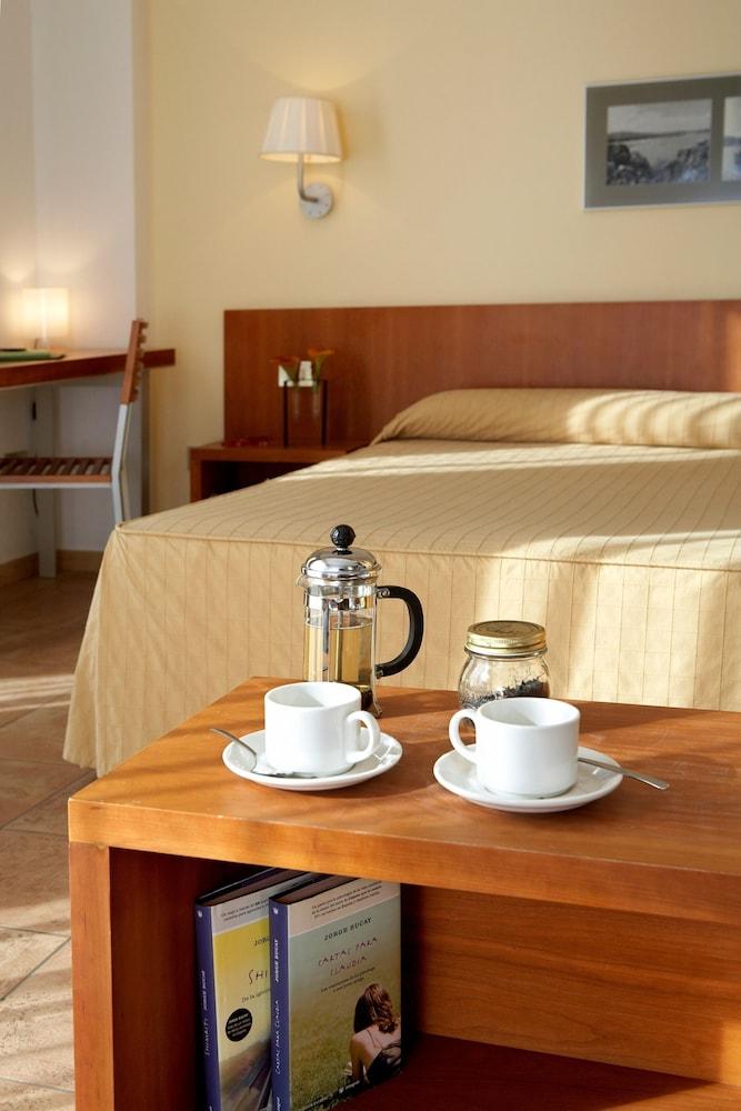https://i.travelapi.com/hotels/3000000/2100000/2096400/2096333/8307515f_z.jpg