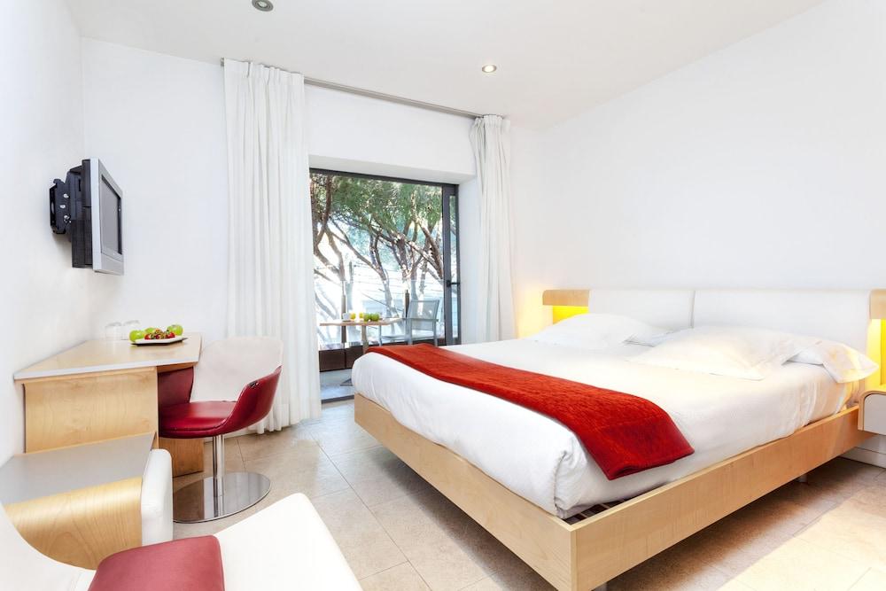 https://i.travelapi.com/hotels/3000000/2100000/2096400/2096333/bbb21db7_z.jpg