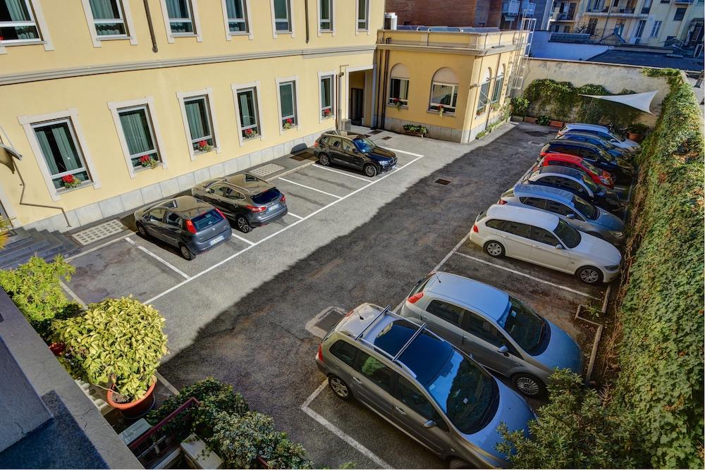 레지던스 스타(Residence Star) Hotel Image 2 - Parking