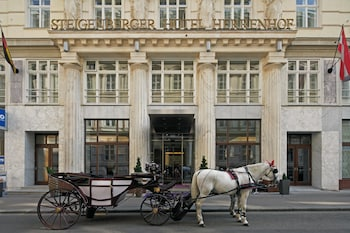 Steigenberger Hotel Herrenhof ..