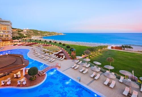 . Elysium Resort & Spa