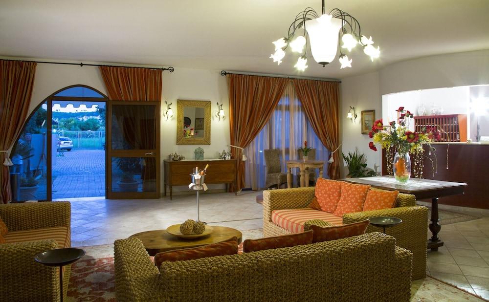 가든 호텔 리파(Garden Hotel Ripa) Hotel Image 38 - Interior Entrance