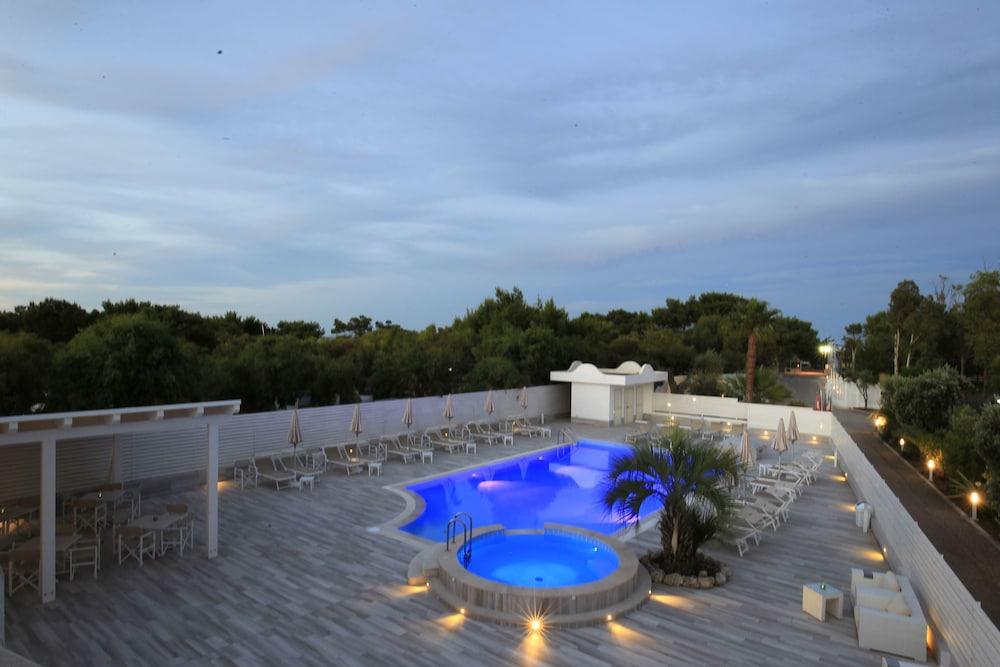 가든 호텔 리파(Garden Hotel Ripa) Hotel Image 8 - Pool