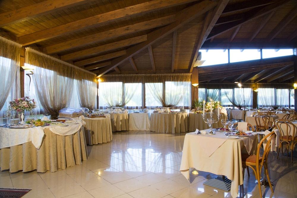 가든 호텔 리파(Garden Hotel Ripa) Hotel Image 35 - Food Court